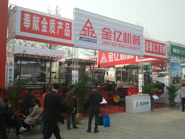 2013潍坊农机展—%金亿机械展厅搭建完工!